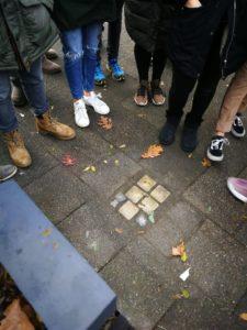 Als Schule einen Stolperstein in Krefeld verlegen